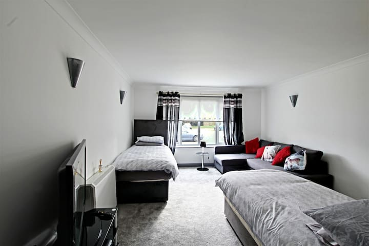 Rentunique Luxury Studio Apartment The willowfield - Crawley - Flat