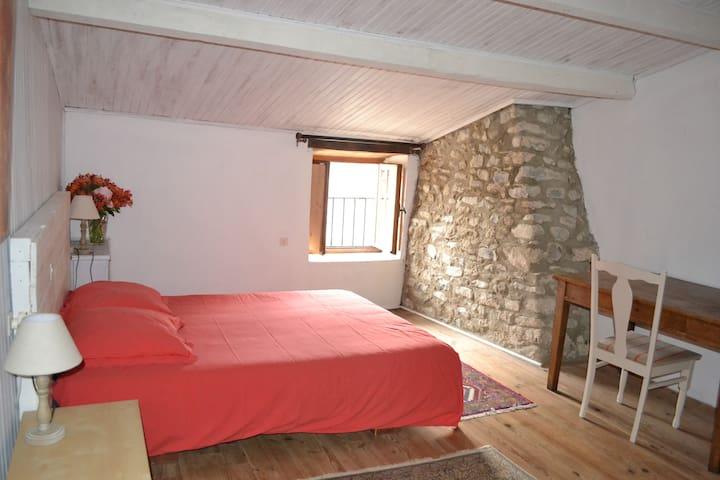 Maison de village typique en pierres 5 personnes