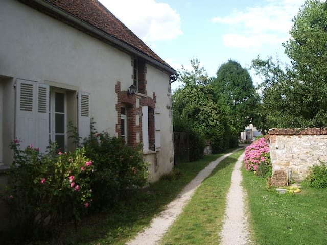 Jolie petite maison en Champagne - Oyes - Ev