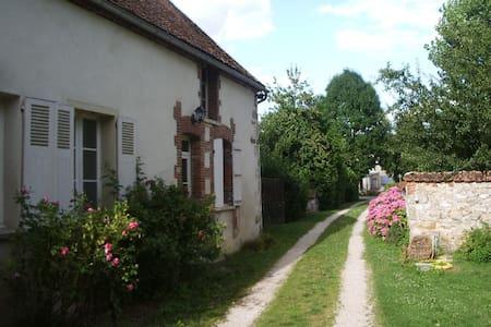Jolie petite maison en Champagne - Oyes - Casa