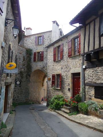 Maison de village de charme... - Peyrusse-le-Roc - บ้าน