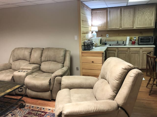 Quiet, country apartment, 25 min. from ATL airport