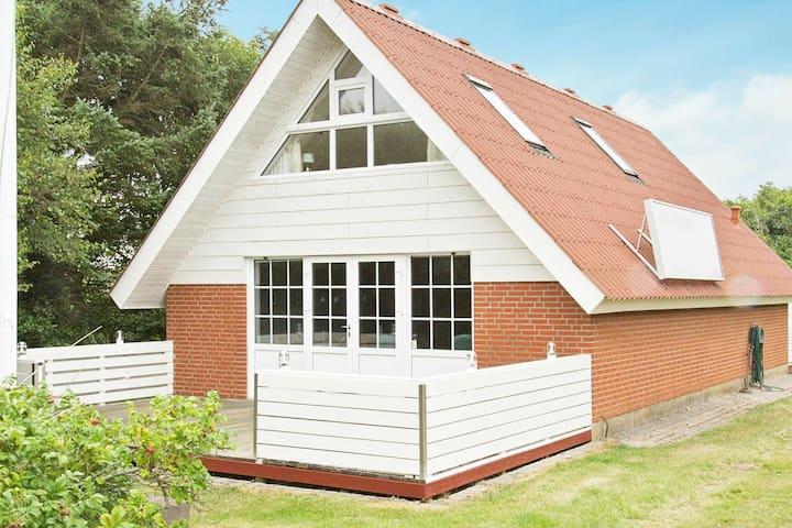 Casa de vacaciones acogedora en Ringkøbing con sauna