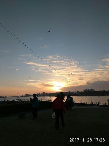 安平港日落風情韻味,一杯冷泡茶搭配蝦捲豆花,屬於您的海邊渡假套房,帆船,快艇,海洋,風筝,曰出,夕陽 - Tainan City - House