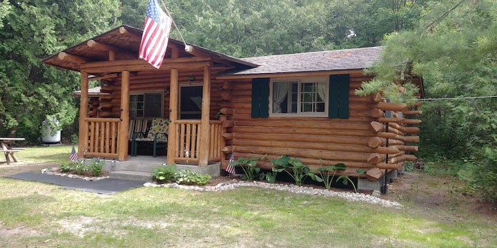 Rustic Log Cabin in Upper Peninsula Michigan