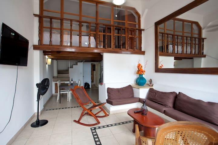 Apartamento con vista a la muralla y el mar caribe