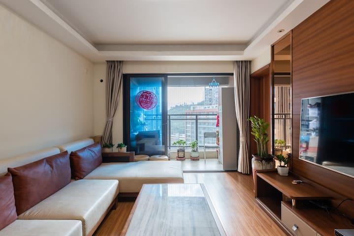 Alice's cozy room in Longgang,Shenzhen near Dafen