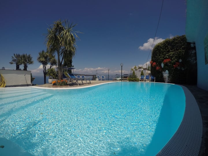 Villa Bianca Sorrento Amalficoast view,pool,gym