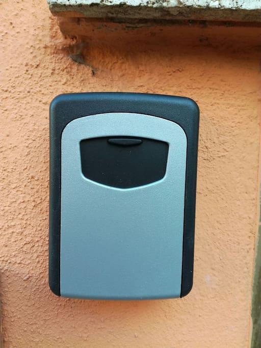 cassetta di sicurezza per prendere le chiavi