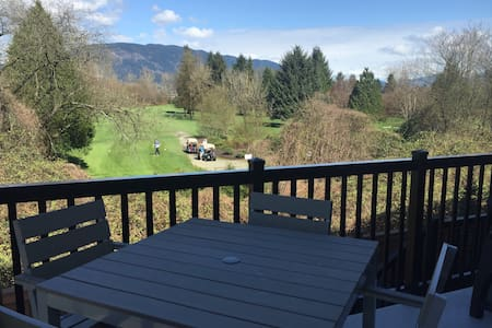 Cozy 2 bedroom town home with a beautiful view - Port Coquitlam - Reihenhaus