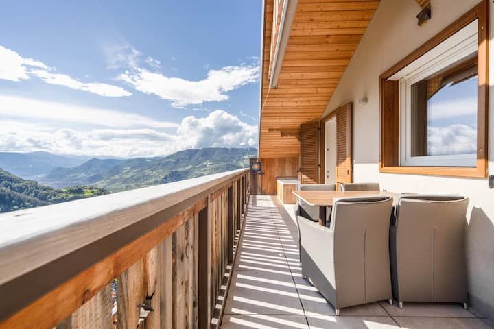 """Cosy Family Holiday Apartment """"Sonnleiten Dolomiten Residence Apt. 9 der kleinen Bären"""" with Mountain View, Wi-Fi, Garden, Balcony and Whirlpool; Parking Available"""
