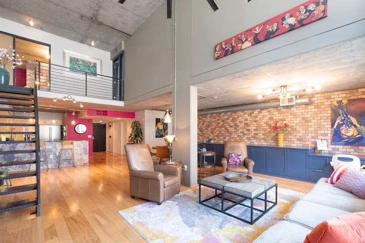 Little Italy Loft-2 BR - Close to All! 2 pkng spcs