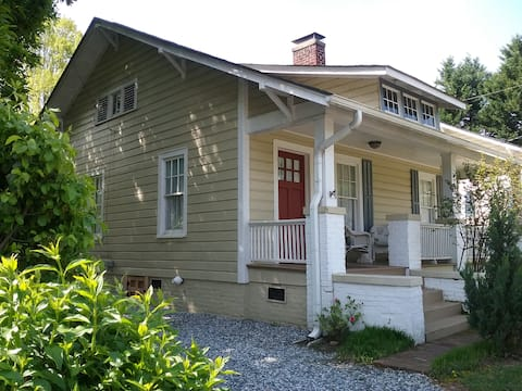 Cozy bungalow close to downtown and Old Salem