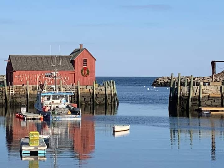 Walk to Rockport Waterfront, shops and restaurants