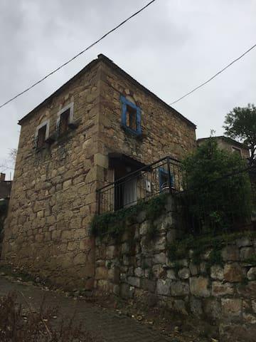 Tarihi Taş Konak