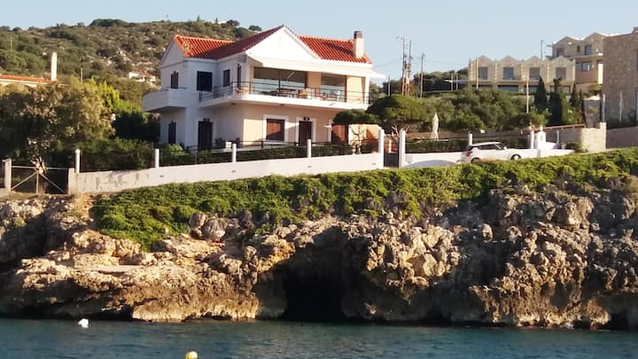 Seafront, Breathtaking-view 4-bedroom House