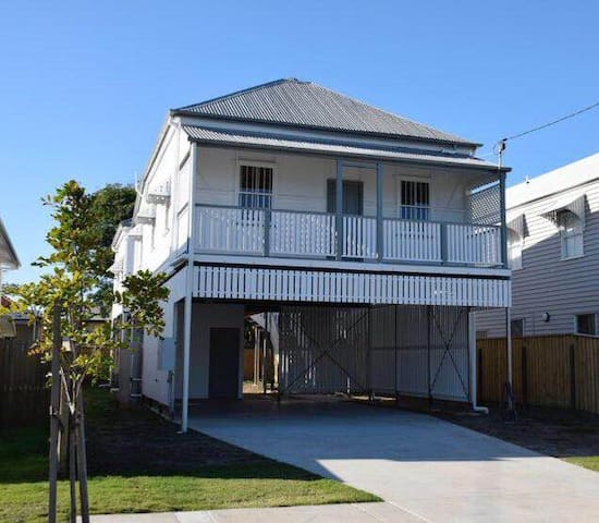 2 homes in Hendra - close to airport & racecourse