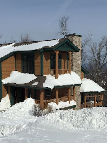 Slopeside Stratton Home with Outdoor Hot Tub - Stratton - Townhouse