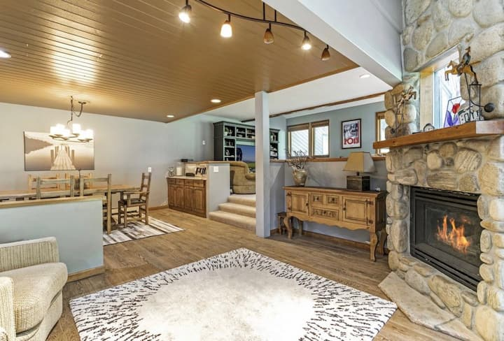 New Listing! Spacious Getaway in Eagle-Vail!