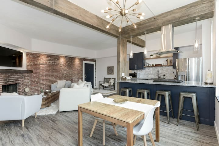 Lux Loft Condo Pittsburgh Heart w/ NYC Vibe