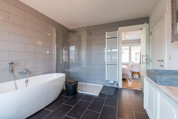 Comfortable guest suite near the centre of Bruges