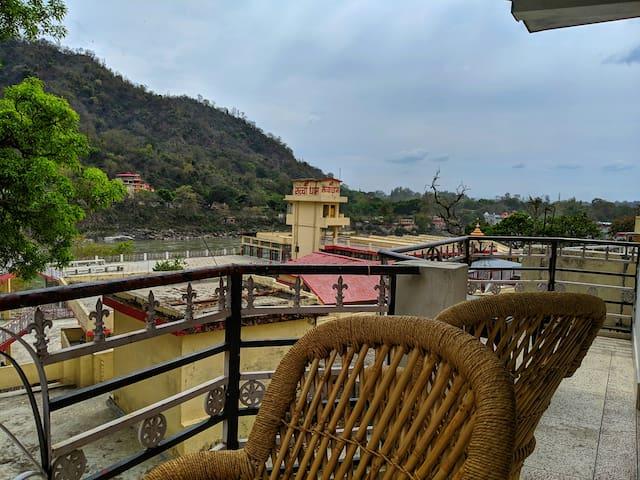 Baliram Guest House- Ganga view, Wifi & Vibes