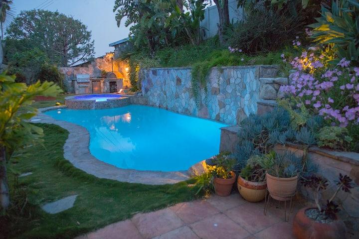 Relaxing Artistic Resort Like Home w/Pool