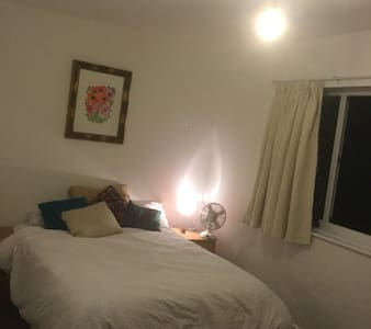 Large double bedroom, near the city centre. - Stretford