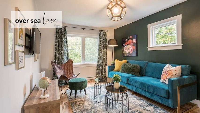 Beautiful North End Flat with Parking and Patio