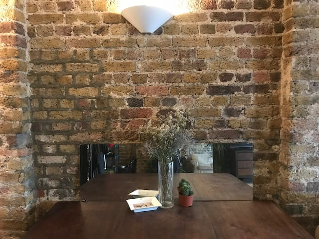 GORGEOUS EXPOSED BRICK FLAT IN HEART OF SHOREDITCH