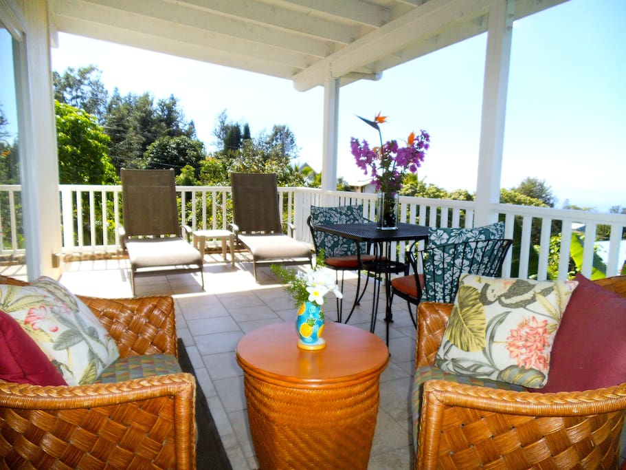 Relax on Spacious, Oceanview Lanai