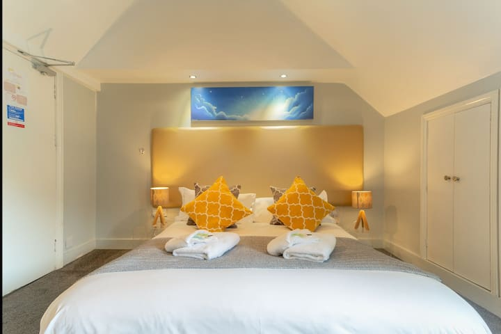 Spacious Gold DBL Room Close to Brighton Pier