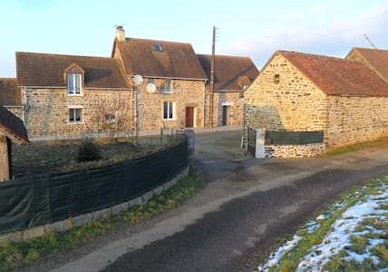 Beautiful traditional stone French country house - Saint-Siméon - บ้าน