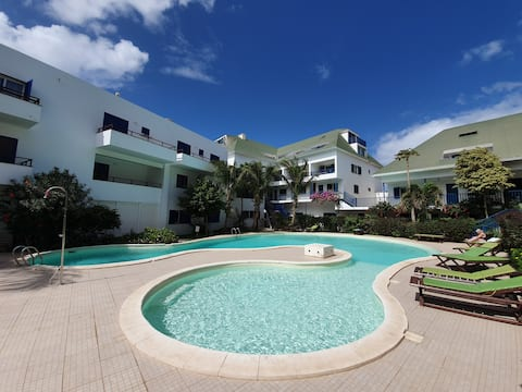 Ευρύχωρο ρετιρέ, βεράντα, θέα στη θάλασσα, πισίνα, Wifi