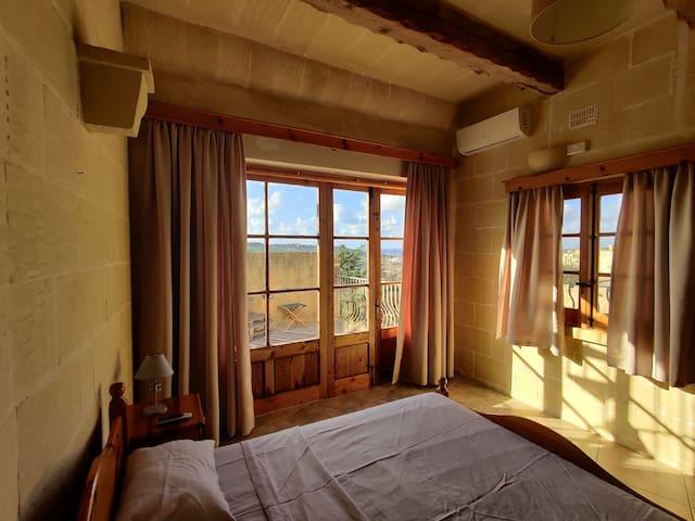 Gozo farmhouse stay - Breathtaking views