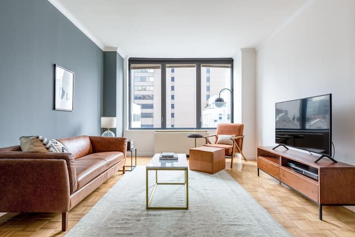 Smart Sutton Place 2BR w/ Gym, Pool, near Central Park, by Blueground