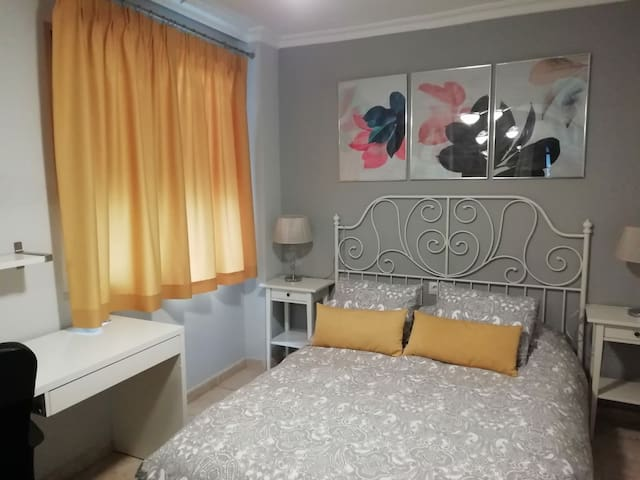 Dormitorio cama doble en Málaga