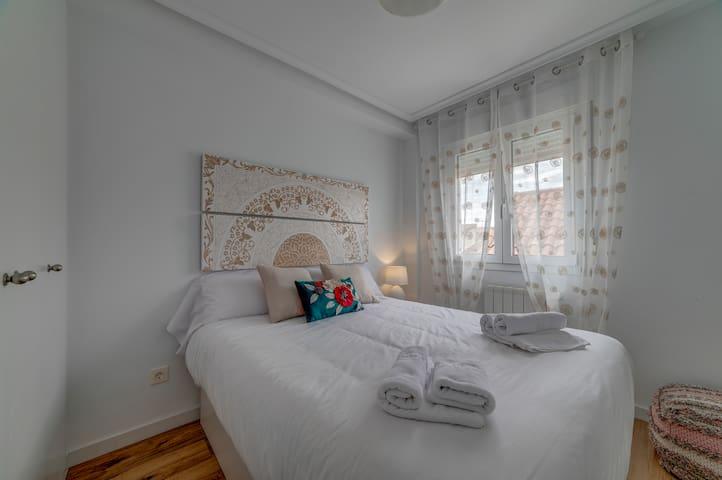 Dormitorio 2 - cama de 150 cm - armario empotrado.