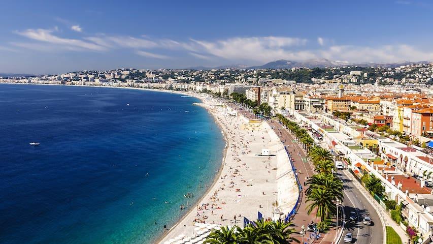 """Promenade des Anglais,"" Beach and Place Masséna at 2 min"
