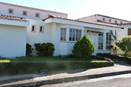 Casa en Managua - Managua - Hus
