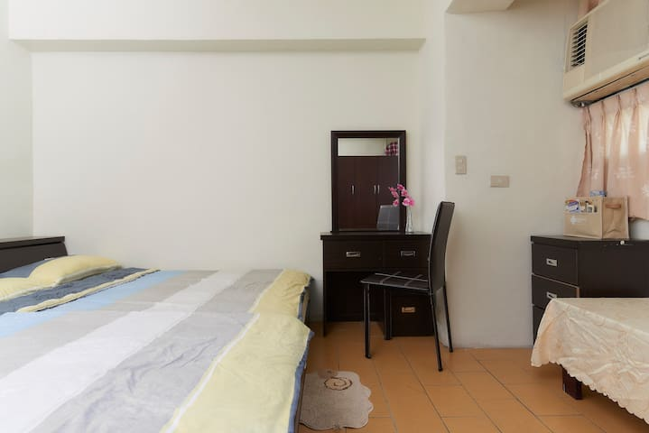 Secure,Clean,Cozy Apt approx. 5 ~ 8 min. from MRT