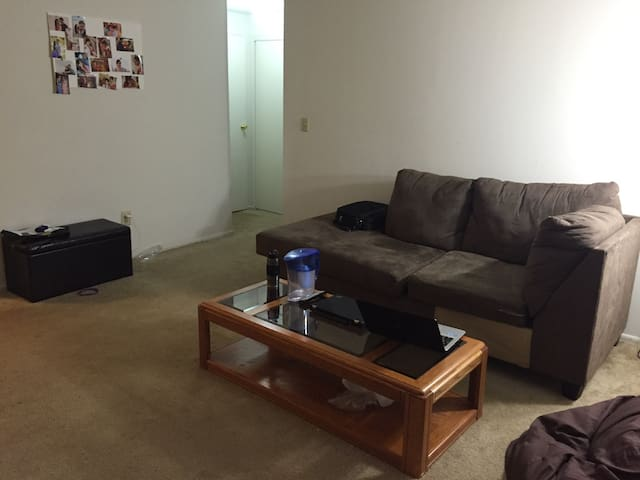 Spacious apt wth plenty f amenities - Princeton Meadows - Apartment