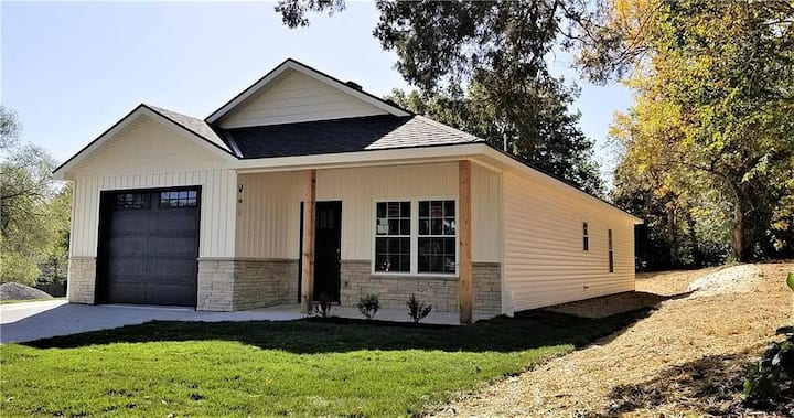 New Modern Ranch - Downtown Access!
