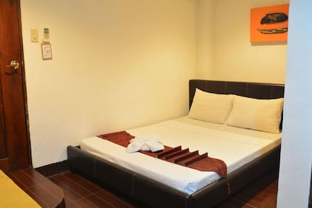 K-Heights Standard Room Good For 2 w/ Breakfast - Coron - Bed & Breakfast