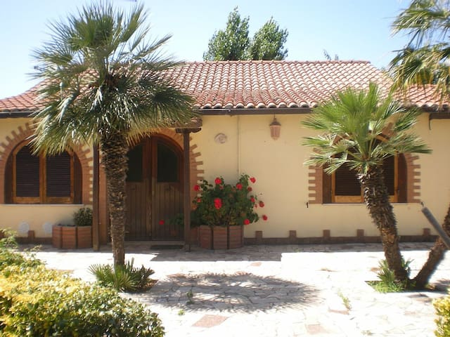 ++  Beautiful  Villa with garden  ++ - Torvaianica - 別荘