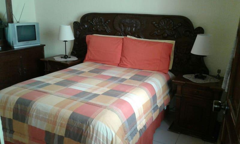 Habitaciones individuales en San Miguel de Allende - San Miguel de Allende - House