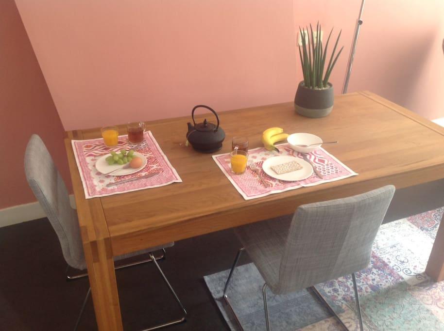 Ruime tafel voor een ontbijt