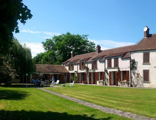 Maison de Luxe - countryside retreat 1 H to Paris - Bransles - Hus