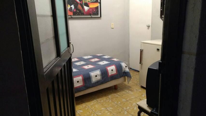 Habitación Privada con entrada independiente!!! :)