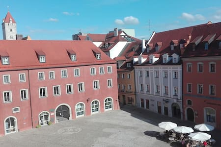 Großes Privatzimmer in der Regensburger Altstadt - Regensburg - Apartament